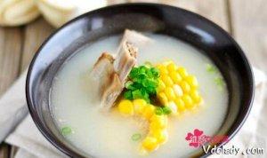 排骨汤怎么炖成奶白色  排骨汤的价值不言而喻