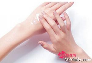 如何进行手部护肤 护手霜少不了