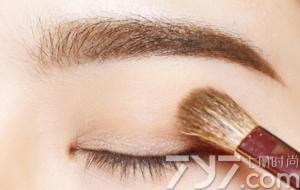 萌妹纸最适用的暖色系妆容 橘色眼影让你脱颖而出!