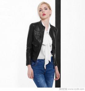 女生穿上帅气的皮夹克竟也能如此性感撩人 美爆了二月早春!