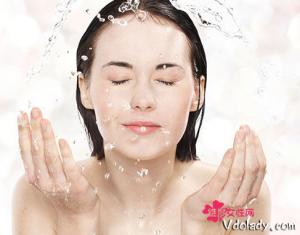 洗脸越洗越油怎么办? 切勿过度清洗