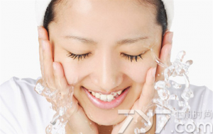 醋水洗脸后 护肤品挑选和使用一定要格外小心!