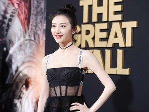 电影《长城》在北美首映 景甜镂空纱裙现身!