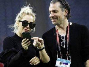 Lady Gaga另结新欢爱上经纪人 有甜蜜照片为证!