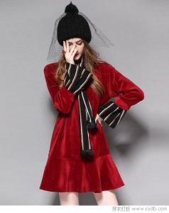 冬季潮流服饰在春季最流行的只有丝绒裙了!
