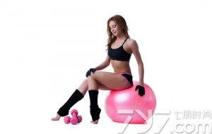 瑜伽球局部瘦身效果明显吗?使用瑜伽球需要注意什么?