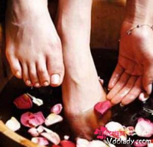 陈醋泡脚的作用 陈醋泡脚能治疗什么疾病