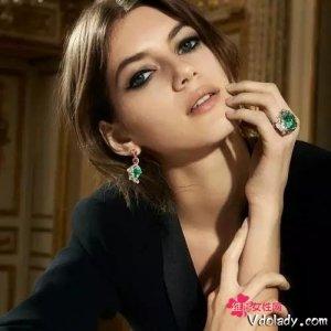 女人自己赚了钱买套珠宝,会被男人笑话吗?