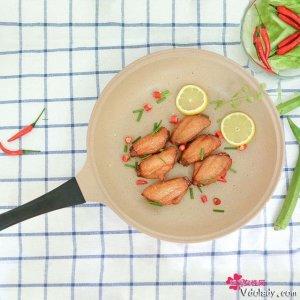 极具美食特色的不粘锅,是家中贤妻良母的必备