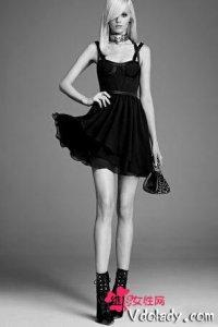奥黛丽・赫本式的小黑裙,演绎你无法抵挡的魅力
