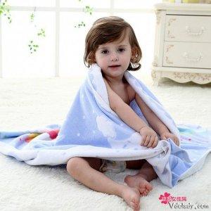 宝宝皮肤白白嫩嫩,用婴儿浴巾保护皮肤,为肌肤健康加分