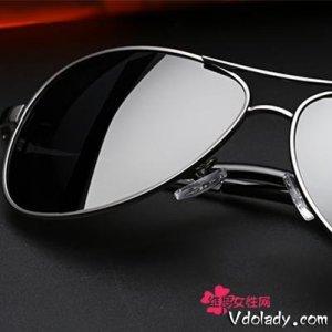 夏天到了,开宝马X6的男人都选择佩戴这几款墨镜