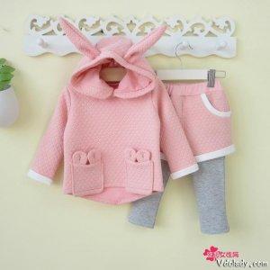 这些童装套装好看又亲肤,呵护宝宝皮肤的同时还让宝宝玩的开心
