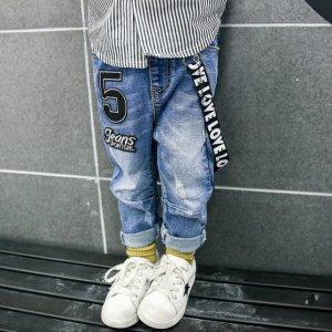 孩子衣服不用多,春天穿牛仔裤,又酷又实用