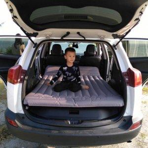 家庭自驾游,本以为带充气床足够了,才发现老公带的车品更实用