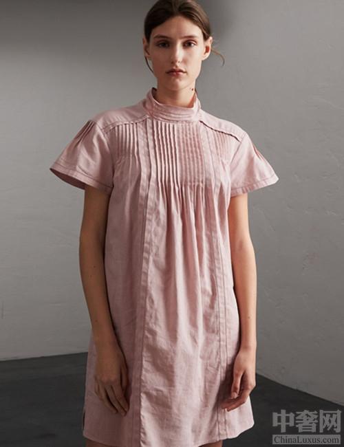 巴宝利夏季连衣裙 褶皱设计活泼可爱