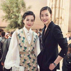 跟着刘诗诗江疏影,用简单的泡泡袖雪纺衬衫,一秒穿出优雅名媛范
