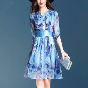奔3奔4女人要学会巧妙穿搭,印花连衣裙时尚大方就是要你好看