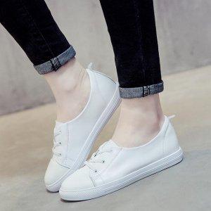 夏季永不过时的休闲小白鞋正流行,让30岁女性穿着尽显青春靓丽