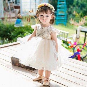带女儿去参加婚礼,穿上梦幻的公主礼服裙,做新娘子美美的小花童