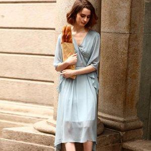 今年夏季想尝试复古风的连衣裙,毕竟典雅又流行