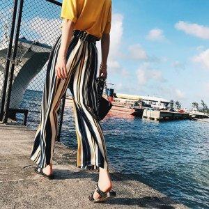 条纹阔腿裤,夏季街头的时尚秀
