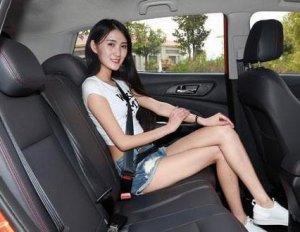男人开车带女友自驾游,有经验的老司机会带这7样,既安全又浪漫