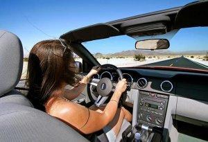 情侣开车自驾游,一般都会带上这7样物品,实用又浪漫