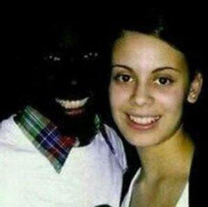 皮肤黑的人穿什么颜色才最好看?一招解救黑妹子们
