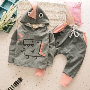 面临开学季的宝贝们,一款可爱激萌的宝宝套装,让他成为魅力潮童