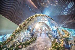 海南雅居乐莱佛士酒店上演婚礼秀 呈现浪漫而私密的海边婚礼