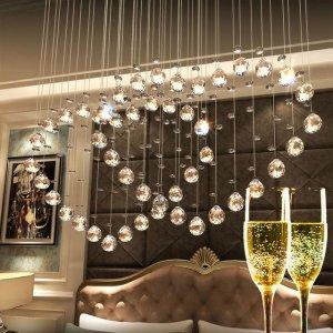 悬挂的珠帘美观又浪漫,挂着还有隔断客厅的作用,小户型也适用