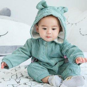 初秋时节,时尚舒适又保暖的连体衣,最能彰显宝宝的萌娃魅力