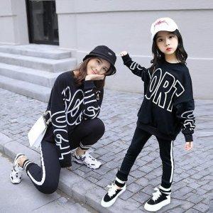 和女儿穿上休闲洋气的亲子卫衣套装,都说我俩像姐妹花
