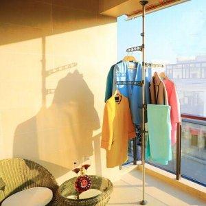 还花钱在阳台装晾衣架?早不兴啦,最近都流行这样晒,好看不占地