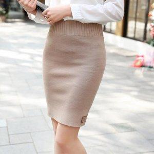 小短腿的女生们,快来试试这几款针织半身裙,显高又显腿长