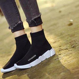 """蒋欣机场狂秀大长腿,引起网友热议,原来是""""袜子鞋""""给的勇气~"""