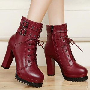 娇小女生别再傻傻穿凉鞋了,今秋流行穿这样的裸靴,穿上显高显瘦