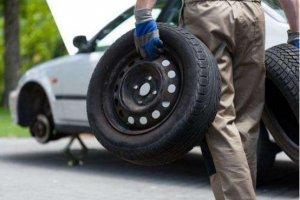 汽车行驶中发生爆胎怎么办?牢记这几招让你平安脱险