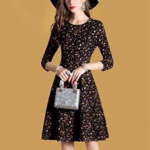70、80后女人穿衣要减龄,试试这些连衣裙,时髦洋气又显年轻