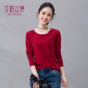 穿上长袖T恤实用又好看,简单美观,展现出女性的青春活力