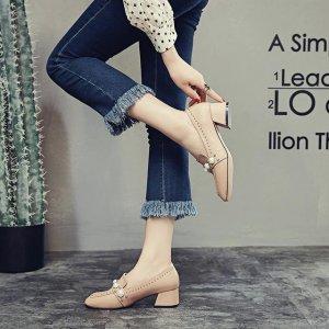 别再穿累人的细跟高跟鞋,9月特流行粗跟高跟鞋,时髦显高不累脚