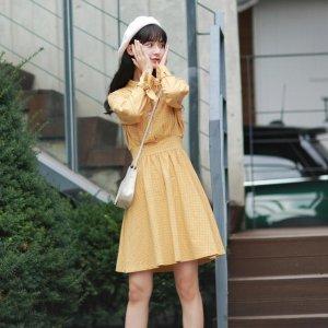 秋天,就得有一条有气质的收腰连衣裙