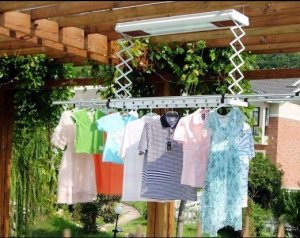 阳台别装升降机了,高档小区都这样晒衣服,方便、省钱、省空间