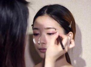 女生化淡妆,这8大标准步骤要记清,搞反一步妆容就不好看