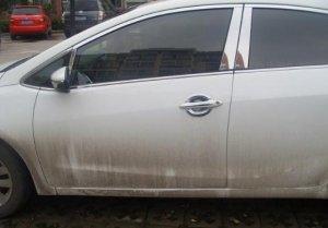 白色汽车多久打一次蜡好?搞清楚这个问题,车身才能锃亮不沾灰