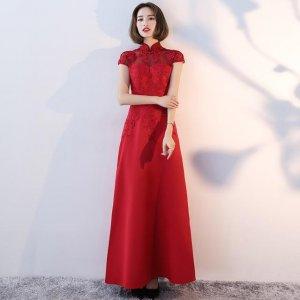 完美的中式婚礼,怎么能少得了这款红色的礼服,古典优雅
