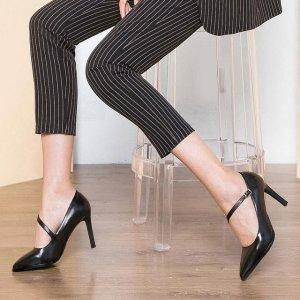 职业装+尖头高跟鞋,打造时尚潮女上班族