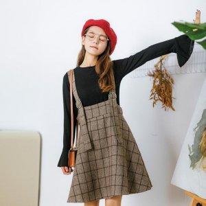 20岁的女孩别穿得太成熟,洋气又减龄的背带裙,满满的少女感