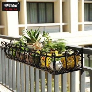 """阳台又脏又乱?铁艺花架让阳台""""大变身"""",养花爱好者的好帮手"""